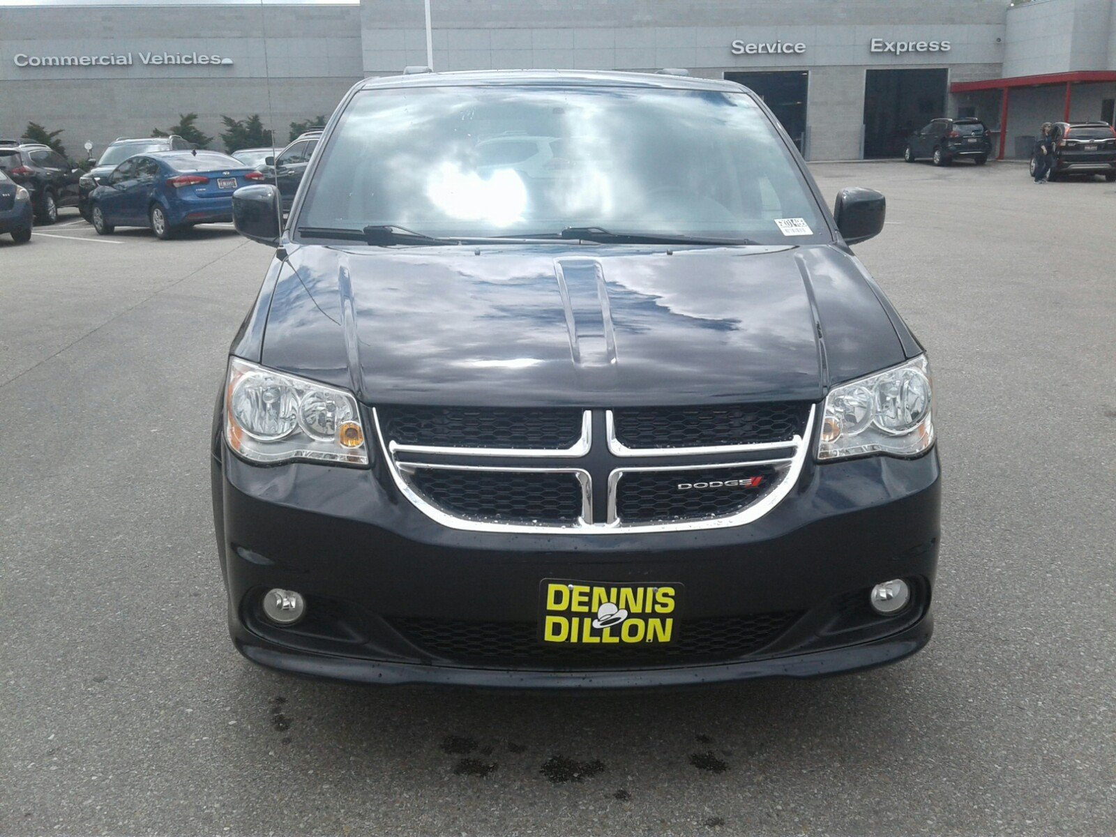 Dennis Dillon Dodge >> Pre Owned 2017 Dodge Grand Caravan Sxt Mini Van Passenger In Boise